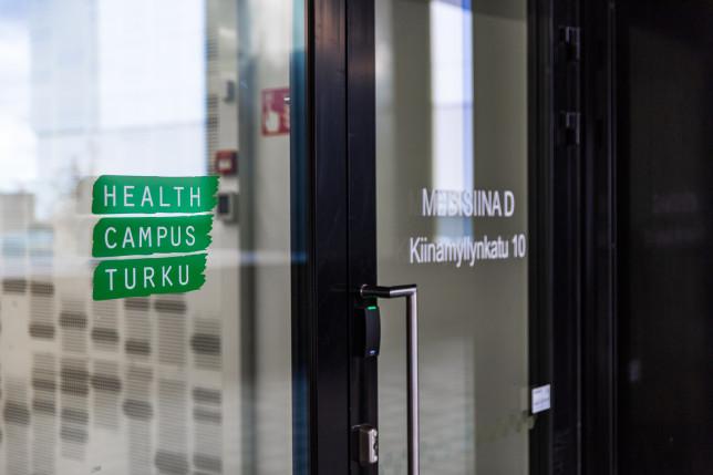 Medisiina D -rakennuksen sisäänkäynti