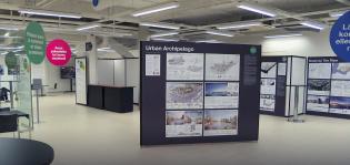 Näyttelytilan sermeissä on esillä Linnanniemen kilpailutöitä.