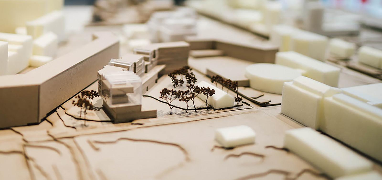Lähikuva yhdestä arkkitehtuuriopiskelijan suunnittelumallista.